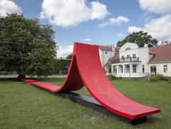 Czerwona wstęga – nietypowe siedzisko w Orłowie